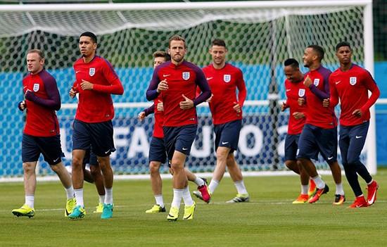 Tuyển Anh học cách giữ mạng sống nếu bị khủng bố ở Euro 2016 - ảnh 2