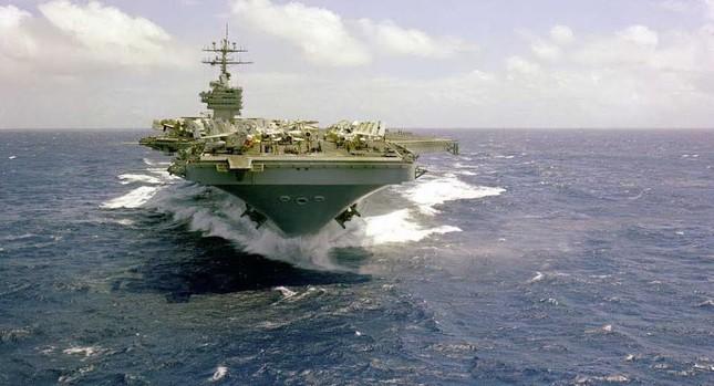 Vì sao Mỹ ồ ạt triển khai tàu sân bay? - ảnh 1
