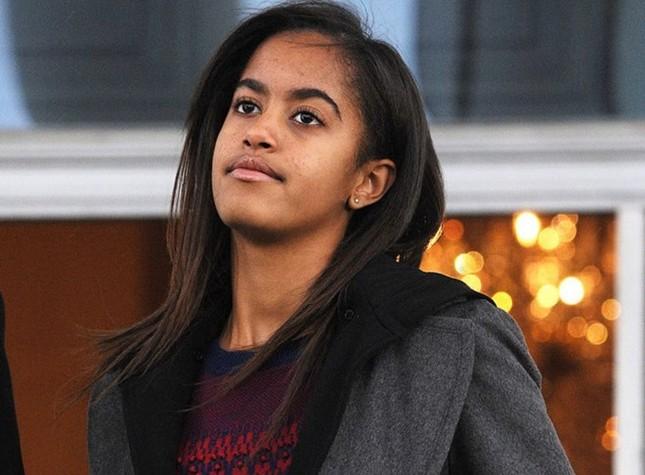 Ngày trọng đại với gia đình Obama: Malia tốt nghiệp trung học - ảnh 1