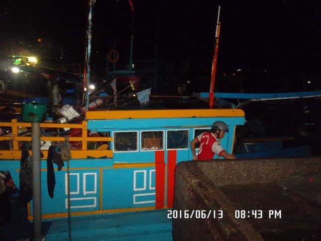 Hàng trăm ngư dân hoang mang vì tàu cá bất ngờ trôi ra biển - ảnh 2
