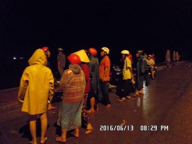 Hàng trăm ngư dân hoang mang vì tàu cá bất ngờ trôi ra biển - ảnh 3
