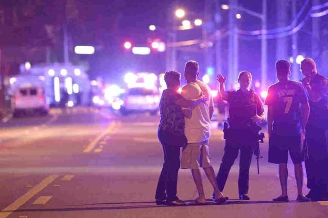 Lý do quá nhiều người chết trong vụ thảm sát hộp đêm Orlando - ảnh 1