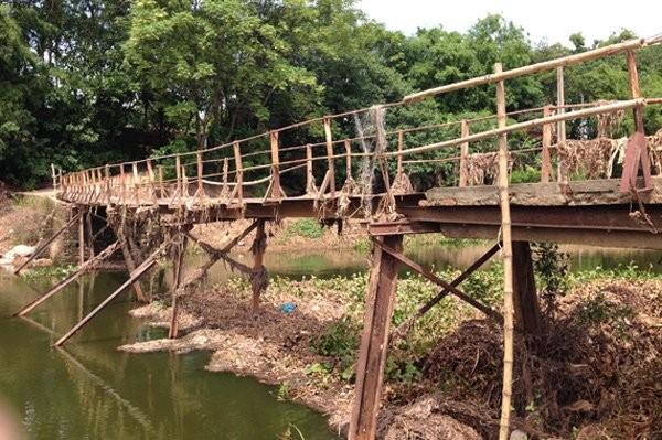 Đáng sợ cầu tạm từ thế kỷ trước sắp sập giữa Hà Nội - ảnh 7