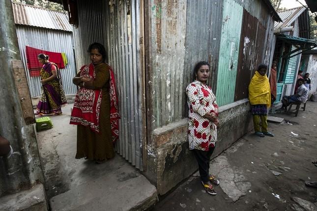 Cảnh đời vạ vật trong khu mại dâm ở quốc gia Hồi giáo - ảnh 1