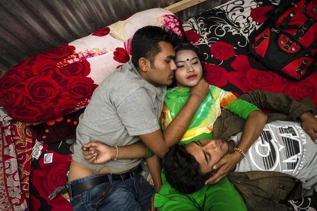 Cảnh đời vạ vật trong khu mại dâm ở quốc gia Hồi giáo - ảnh 8