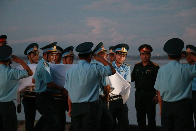 Trắng đêm chờ đón phi công Trần Quang Khải - ảnh 1