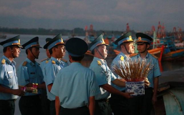 Trắng đêm chờ đón phi công Trần Quang Khải - ảnh 5