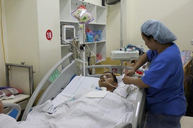 4 người nhập viện, một người tử vong do ngộ độc bánh mỳ - ảnh 1