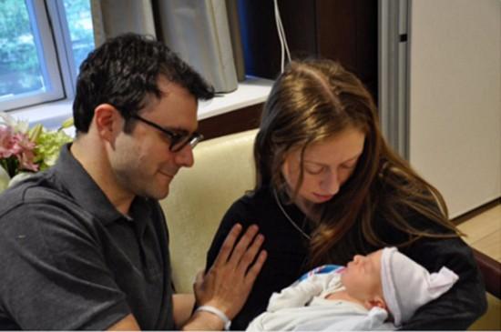 Vợ chồng Clinton đón cháu ngoại thứ hai - ảnh 1