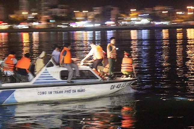 Lật tàu du lịch trên sông Hàn, nhiều người mất tích - ảnh 6