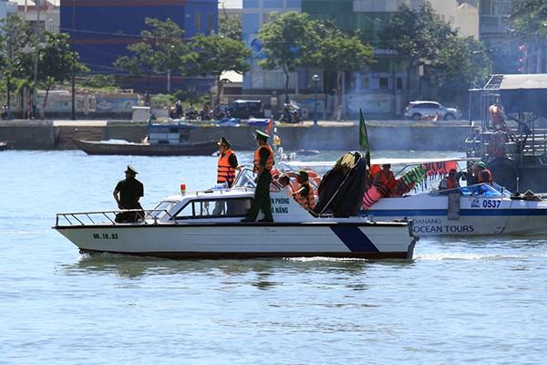 Đang tìm kiếm 3 nạn nhân mất tích trong vụ chìm tàu sông Hàn - ảnh 1