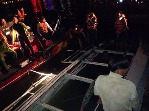 Đang tìm kiếm 3 nạn nhân mất tích trong vụ chìm tàu sông Hàn - ảnh 3