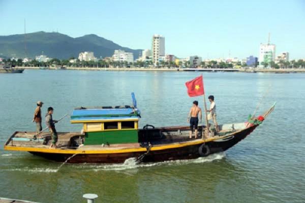 Tìm thấy thi thể hành khách bị chìm cùng tàu du lịch - ảnh 1