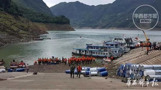 Chìm tàu du lịch ở Trung Quốc, 14 người mất tích - ảnh 2