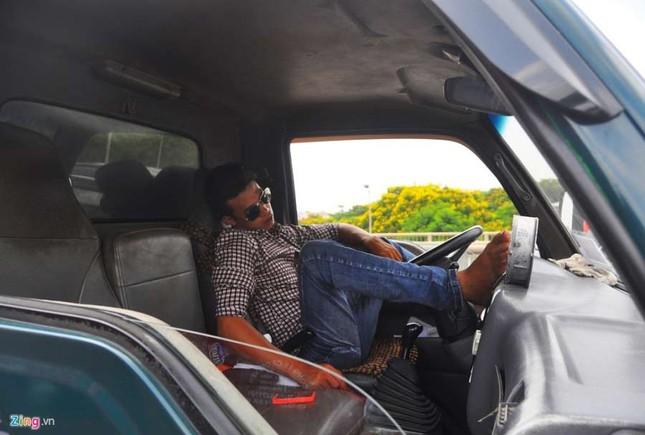 Vành đai 3 tê liệt 12 km, tài xế gác chân ngủ - ảnh 5
