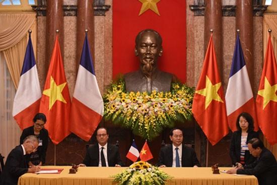 Chuyến thăm của Tổng thống Pháp tạo xung lực cho quan hệ hai nước - ảnh 3