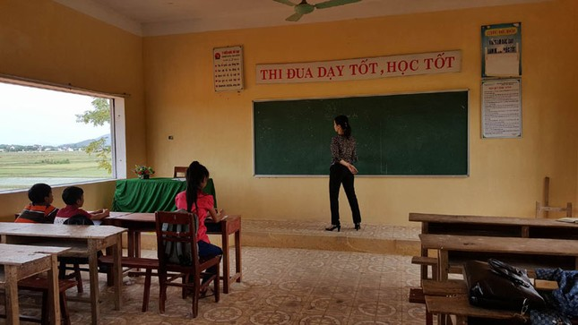 1.000 học sinh không đến trường, cô giáo bật khóc - ảnh 1