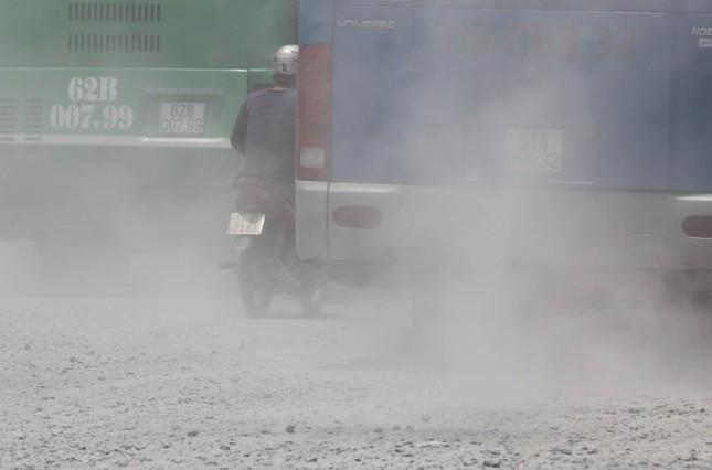 Người Sài Gòn khốn khổ vì con đường bụi mịt mù - ảnh 2