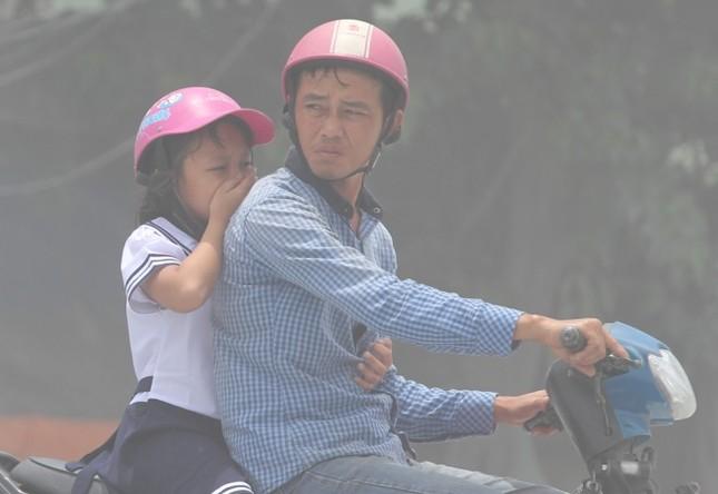 Người Sài Gòn khốn khổ vì con đường bụi mịt mù - ảnh 3