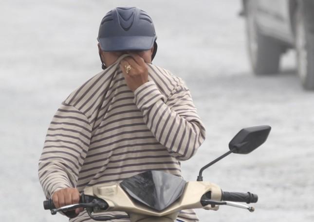 Người Sài Gòn khốn khổ vì con đường bụi mịt mù - ảnh 4