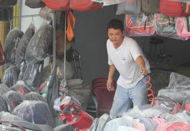 Người Sài Gòn khốn khổ vì con đường bụi mịt mù - ảnh 6