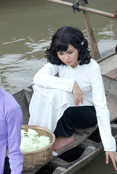 Diễm Hương thản nhiên đi đóng phim giữa bão scandal - anh 1