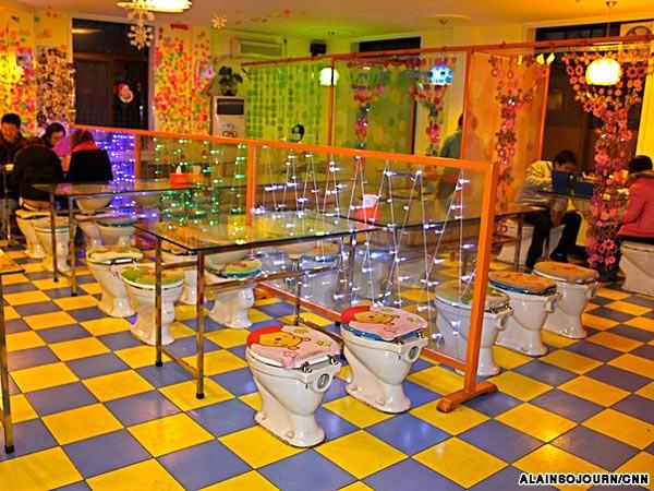 Kỳ dị những nhà hàng toilet trên thế giới - anh 8