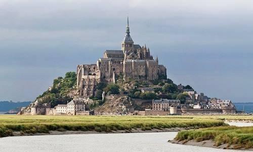 Ngất ngây với những lâu đài còn sót lại trên thế giới - anh 1