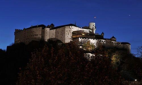 Ngất ngây với những lâu đài còn sót lại trên thế giới - anh 3