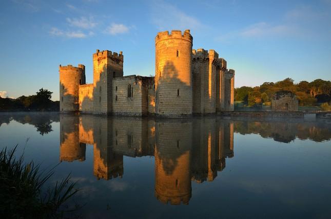 Ngất ngây với những lâu đài còn sót lại trên thế giới - anh 7