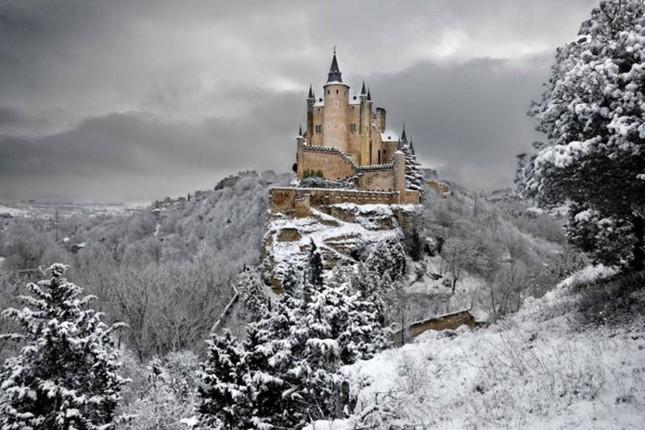 Ngất ngây với những lâu đài còn sót lại trên thế giới - anh 10