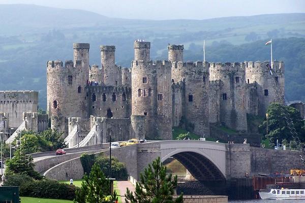 Ngất ngây với những lâu đài còn sót lại trên thế giới - anh 4