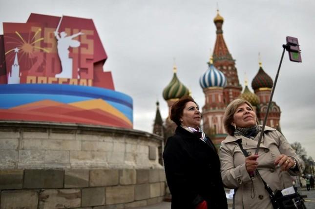 Đường phố Nga ngập tràn sắc đỏ kỷ niệm ngày chiến thắng phát xít - anh 7