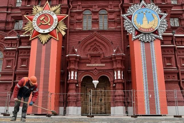 Đường phố Nga ngập tràn sắc đỏ kỷ niệm ngày chiến thắng phát xít - anh 8
