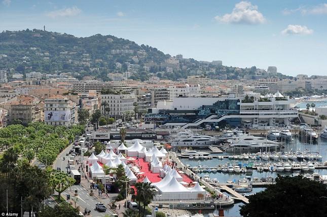 Soi chỗ ăn ở lộng lẫy của các ngôi sao đến dự LHP Cannes - anh 2