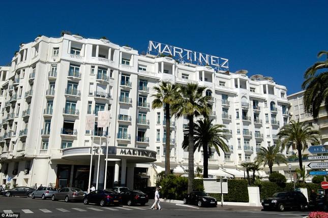 Soi chỗ ăn ở lộng lẫy của các ngôi sao đến dự LHP Cannes - anh 1