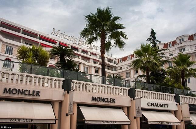 Soi chỗ ăn ở lộng lẫy của các ngôi sao đến dự LHP Cannes - anh 7