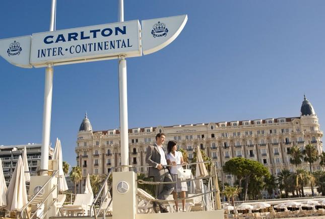 Soi chỗ ăn ở lộng lẫy của các ngôi sao đến dự LHP Cannes - anh 10