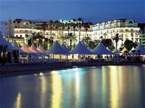 Soi chỗ ăn ở lộng lẫy của các ngôi sao đến dự LHP Cannes - anh 9