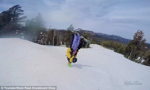 Clip hai cha con trượt tuyết gây bão cộng đồng mạng - anh 6