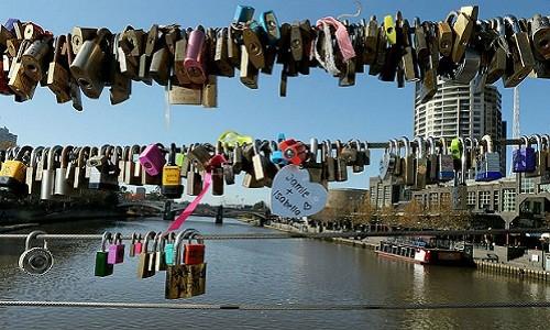 Thành phố Melbourne dỡ bỏ 20.000 ổ khóa tình yêu - anh 1