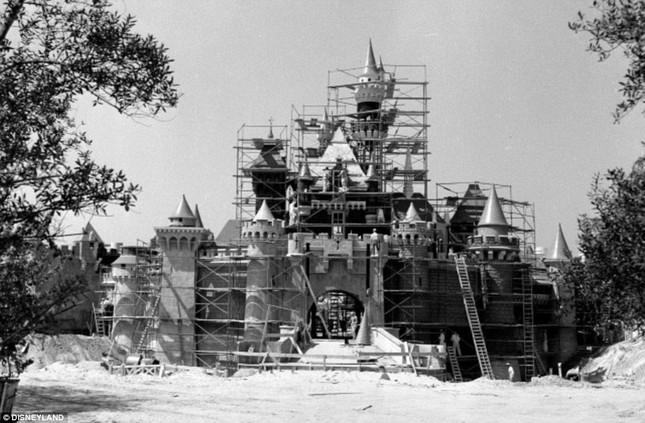 Disneyland tung những hình ảnh hiếm hoi vào dịp sinh nhật 60 năm - anh 2