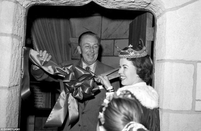 Disneyland tung những hình ảnh hiếm hoi vào dịp sinh nhật 60 năm - anh 8