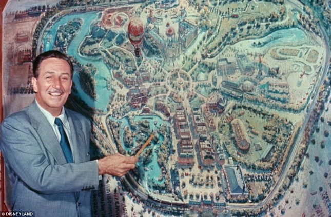 Disneyland tung những hình ảnh hiếm hoi vào dịp sinh nhật 60 năm - anh 1