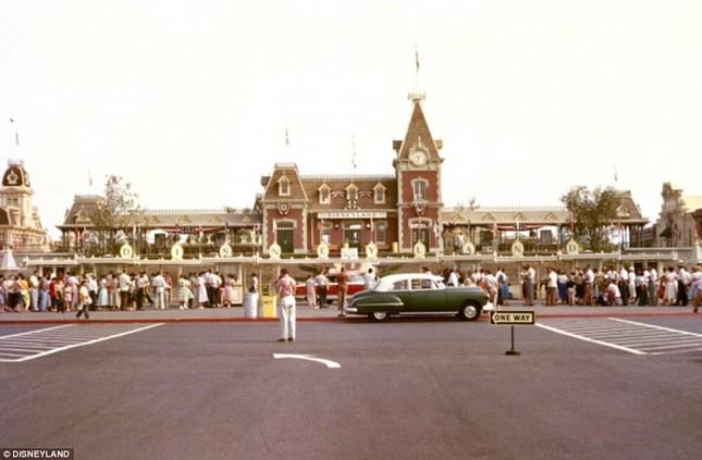 Disneyland tung những hình ảnh hiếm hoi vào dịp sinh nhật 60 năm - anh 5