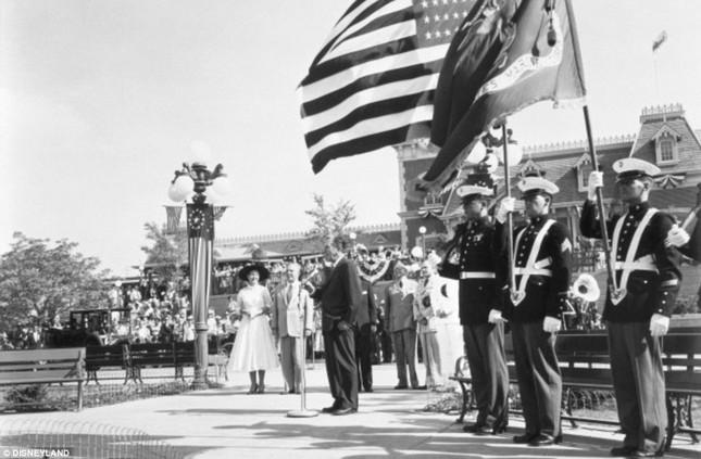 Disneyland tung những hình ảnh hiếm hoi vào dịp sinh nhật 60 năm - anh 4