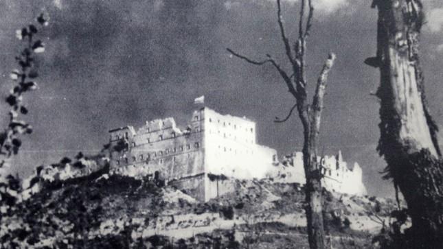 Thăm những di tích lịch sử đã từng là nạn nhân của chiến tranh - anh 1