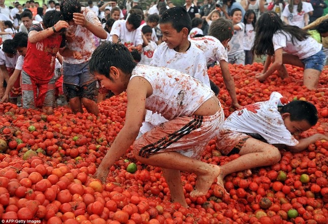 Những hình ảnh đẹp của lễ hội cà chua ở Colombia - anh 12