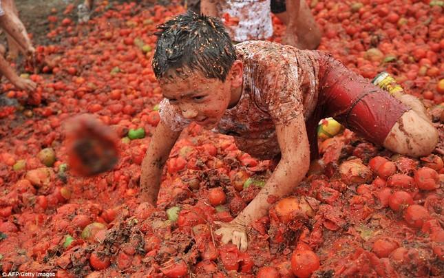Những hình ảnh đẹp của lễ hội cà chua ở Colombia - anh 10
