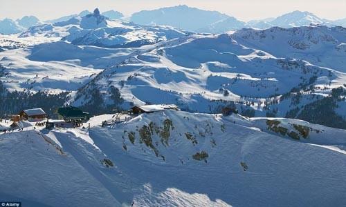 Điểm danh những địa điểm trượt tuyết mùa hè hấp dẫn - anh 6
